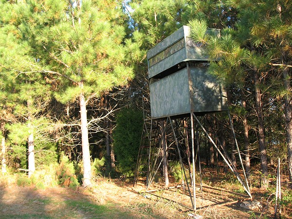 Hunting Tree House http://homesplas.com/deer-hunting-shooting-house-plans/